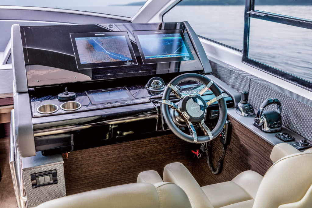 Cruisers-60-Cantius-Helm
