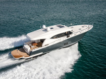 Maritimo S58 – A sedan model proves that less — no flybridge — can be more.