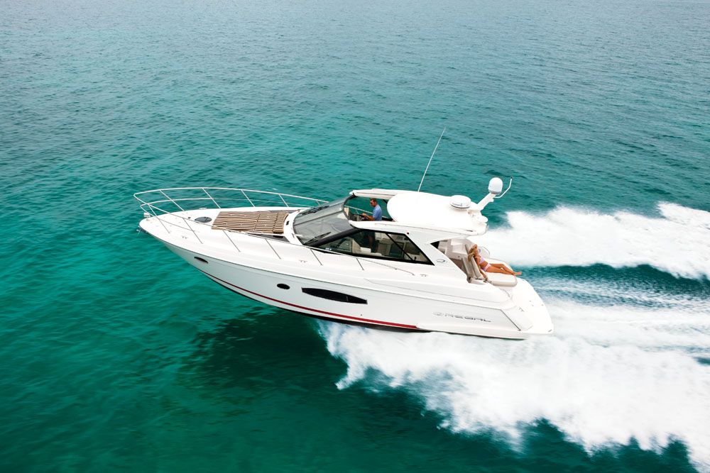 Regal-42-Sport-Coupe-boat-test-01