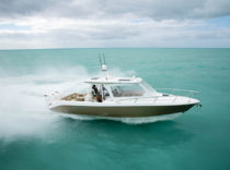 Everglades 360 LXC – This outboard-powered express crossover is cruising centric.