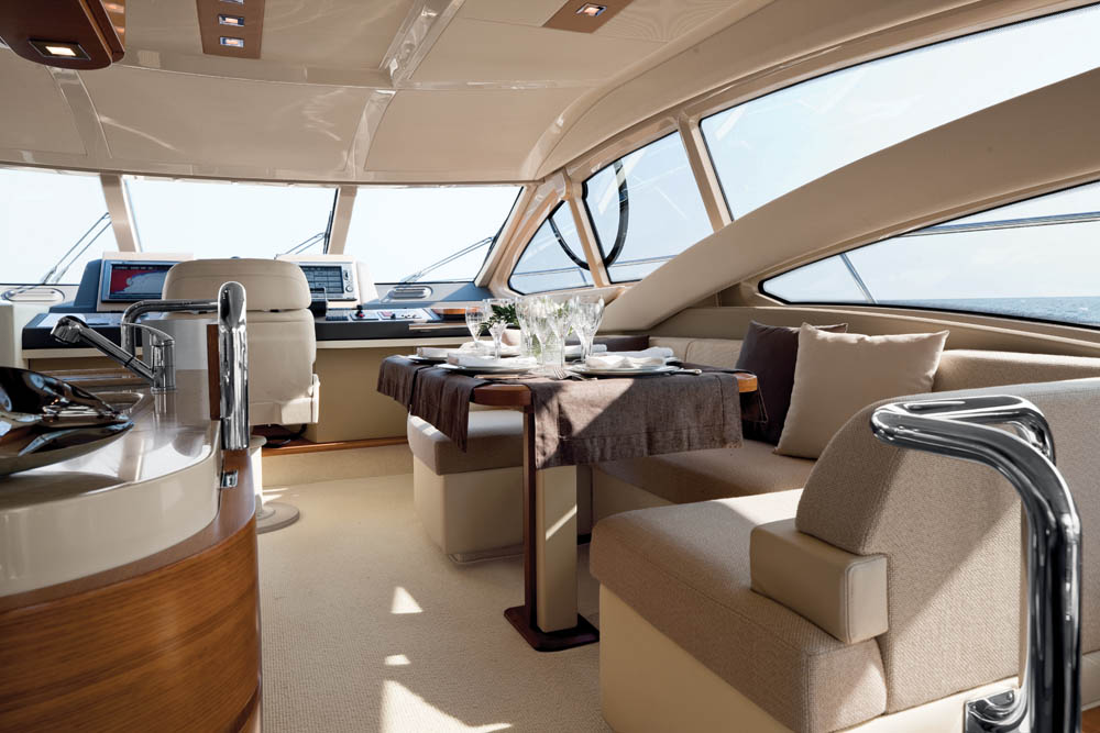 Azimut-60-02-Dining-Area
