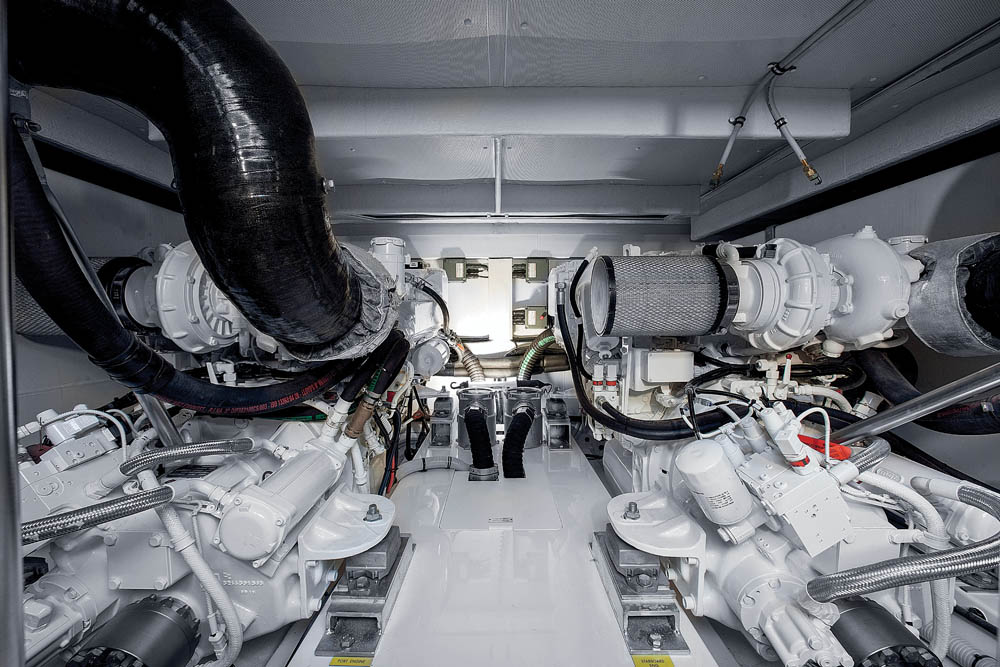 Azimut-60-08-Engine-Room