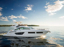 Cruisers 60 Cantius Flybridge – It's a near-40 mph sprinter that's a weekender at heart.