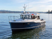 Ranger Tugs R-23 – Safety, comfort and easy handling distinguish this trailerable cruiser.