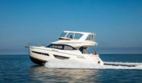 Carver 52 Command Bridge – The 52 CB is a fit for boaters moving up in size or coming down for easier cruising.