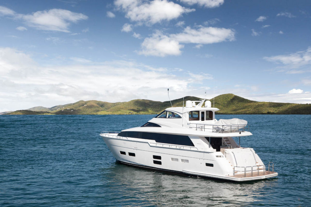 Hatteras-70-Motor-Yacht-Enclosed-Bridge-01