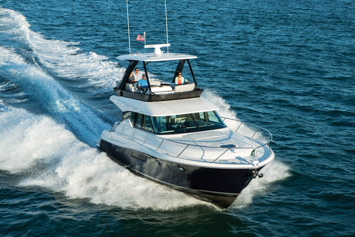 Tiara 44 Flybridge – Running Shot