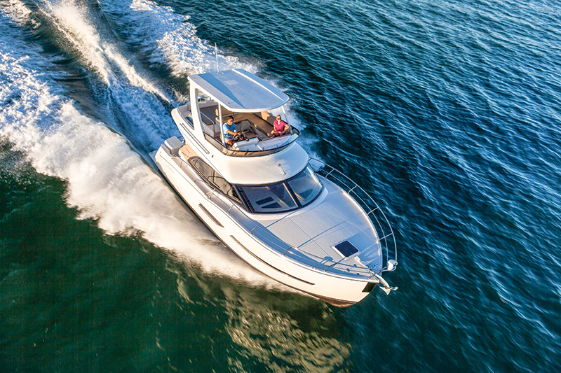 Carver C40 Command Bridge - Sea Magazine